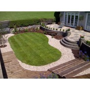 Garden design. Mutare shapes the lawn to a small manageable size for low maintenance.